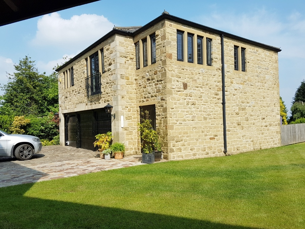 3 BEDROOMS – COACH HOUSE, SHANN MANOR, HAWKSTONE DRIVE – KEIGHLEY, BD20 6LP